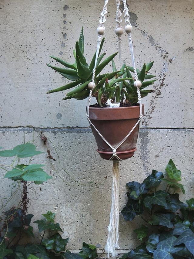 gratis macraméplantenhangertutorial/ free tutorial for a macramé plant hanger