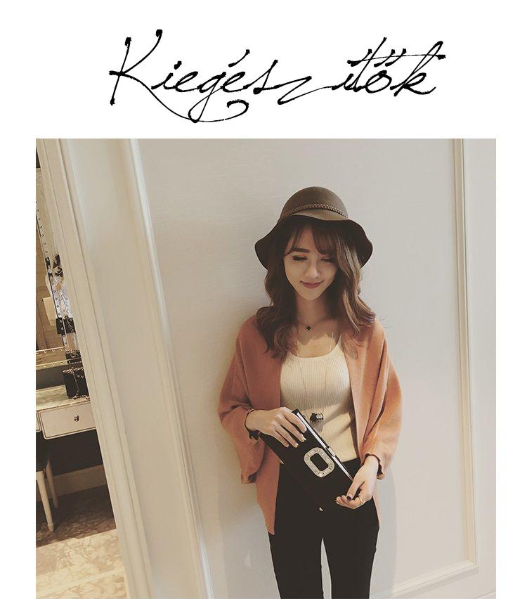 e9dac744a4 Az ázsiai trendekben még ősszel is hordanak kalapot, ami szerintem igazán  nőies és stílusos. Ezen felül a sálak hódítanak most igazán.