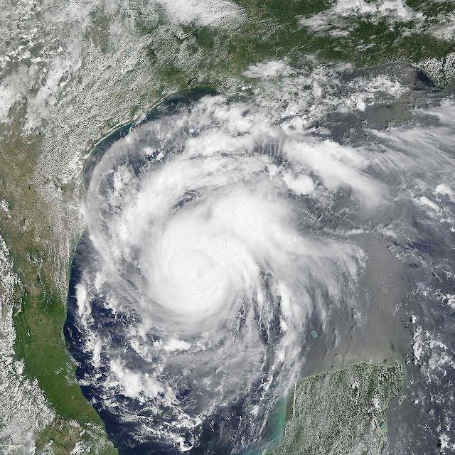 Furacão Harvey chegando a Texas, agosto de 2017. Os grandes furacões diminuíram 70% de 1926 a 2017.