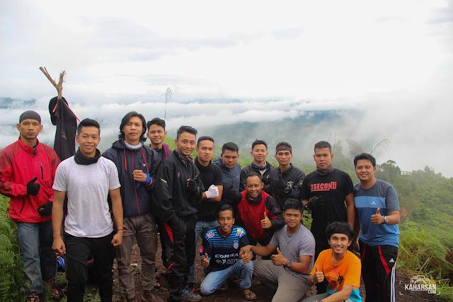 Foto Bersama Puncak Mentajam Bukit Bongku Kec Nanga Mahap Kab Sekadau- kaharsan