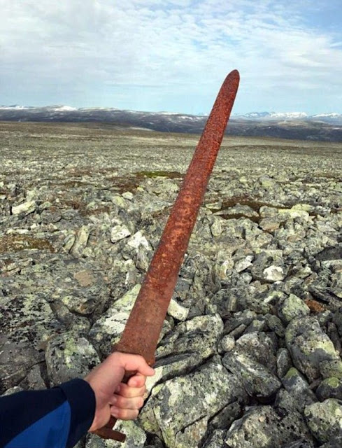 Norwegians find well-preserved Viking-era sword