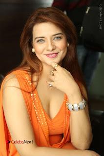 Actress Saloni Aswani Pos in Short Dress at Meelo Evaru Koteeswarudu Movie Interview  0047.JPG