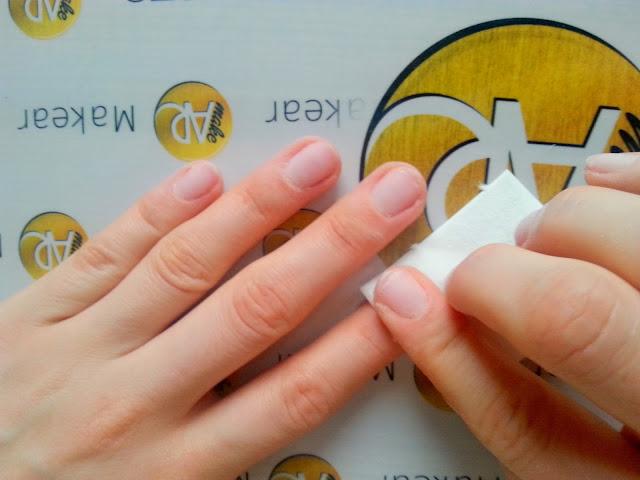 przemywanie paznokci odtluszczaczem