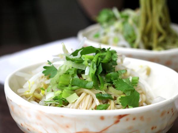 Membuat Mi Cukup dengan Satu Jari Menggunakan Re-Noodle