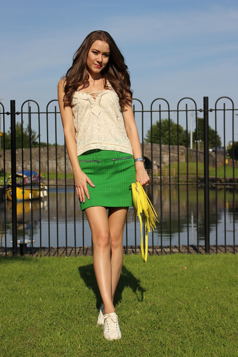 body, long legs, yellow and green, smile, me,