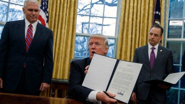 Trump formally pulls U.S out of TPP trade deal