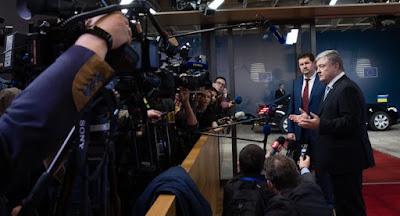 Порошенко ввів додаткові санкції проти понад 1000 громадян та юросіб РФ