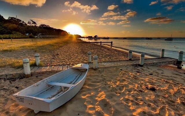 terk edilmiş sahil