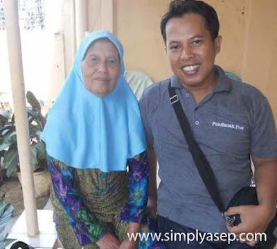 Saya dan Ibu tercinta saat di Bekasi pada tahun 2013 yang lalu. Saat itu saya sudah bersiap kembali ke pontianak.  Foto Bunda
