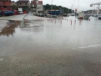 Velika plima i poplave Milna slike otok Brač Online