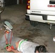 Golpean brutalmente y amarran a ladron de motos en Veracruz