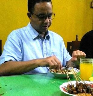 Anis Bawesdan, Nasi Lengko Porsinya Pas Makanya Sejak Kecil Saya Sangat Menyukainya.