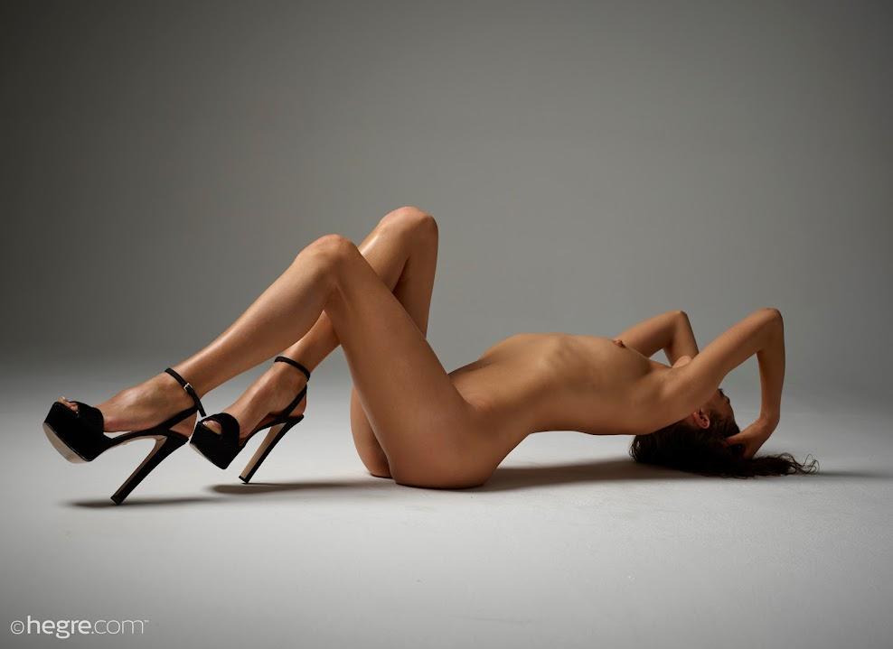 title2:Hegre Sashenka Nude In Stilettos - idols