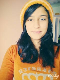 أنا  ﻗﻤﺮ  سني 20 سنة ، فتاة جميلة ، بيضاء البشرة ، هاذئة و لطيفة ، و الحمد لله اعرف أعمل