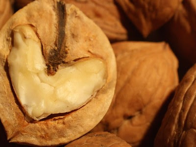 How to Improves heart function To Eat Walnuts?
