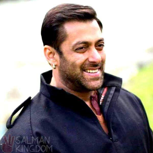 salman khan smiling wallpaper