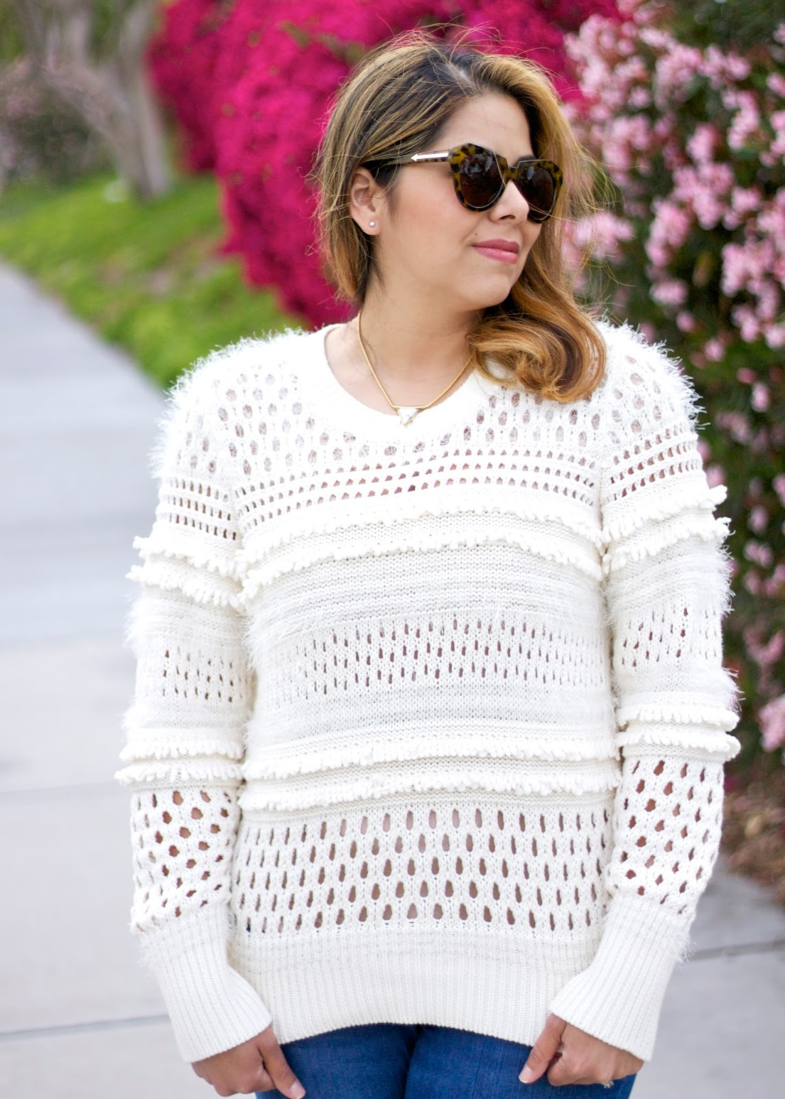 Crochet and fringe beige sweater, latina blogger, latina fashion blogger, latina lifestyle blogger