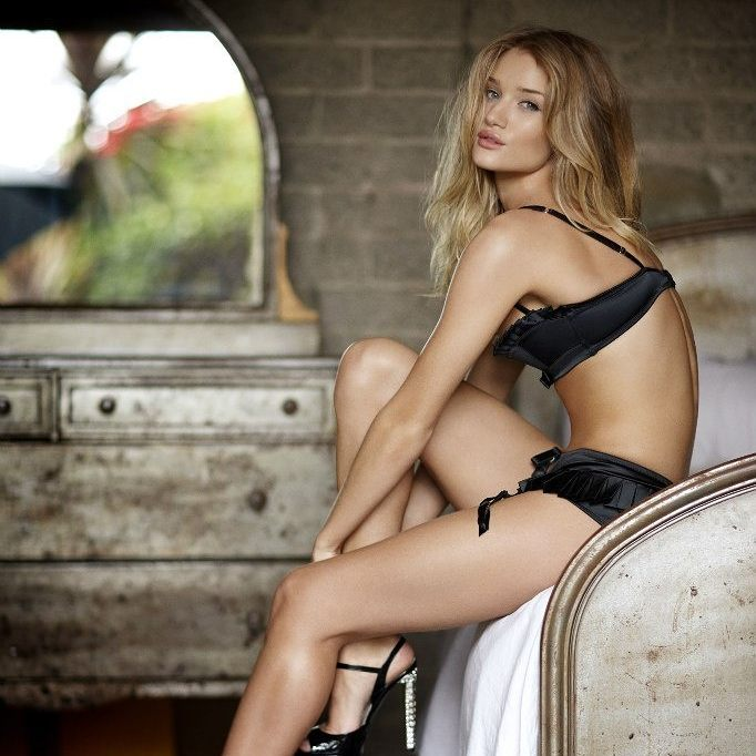 Rosie Huntington-Whiteley Exclusive Hot Photos