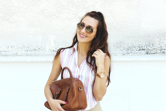 Casual cute look.Back to school hairstyle idea.Linen shirt.Stradivarius bag.Ray-Ban light brown aviator sunglasses.Michael Kors rose gold woman watch.