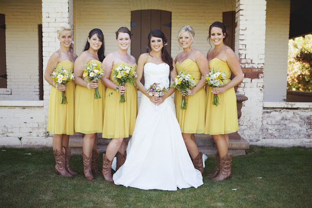 rustic DIY wedding with kraft & burlap details | photos by keira grace