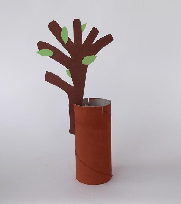 κατασκευές για παιδιά, χειροτεχνίες για παιδιά, ρολό χαρτιού υγείας, δέντρο από χαρτί