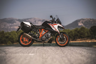 KTM-1290-SUPER-DUKE-GT-lateral