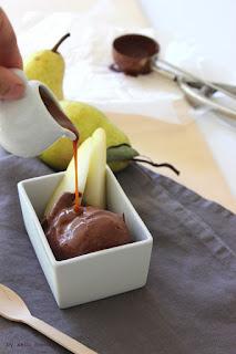Schokoladeneis mit Salzkaramellsauce, Rezept bei kebo homing dem Südtiroler Food- und Lifestyleblog, Foodstyling und Fotografie