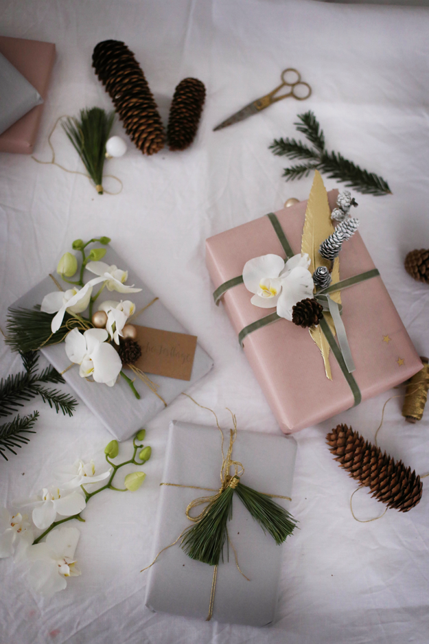 fr ulein klein festlich geschm ckt mit orchideen. Black Bedroom Furniture Sets. Home Design Ideas