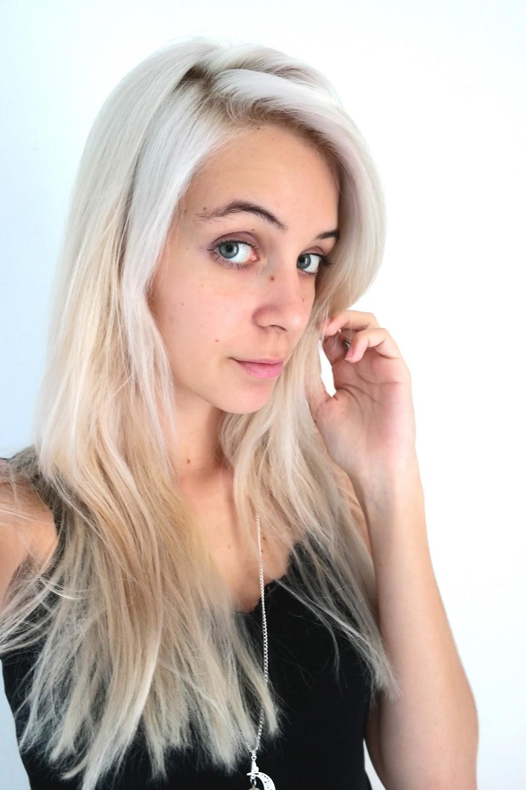 couleur cheveux blond argente coupes de cheveux et coiffures. Black Bedroom Furniture Sets. Home Design Ideas