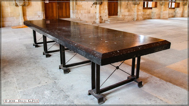 Table de Marbre où, entre autre, se marchandait le bois