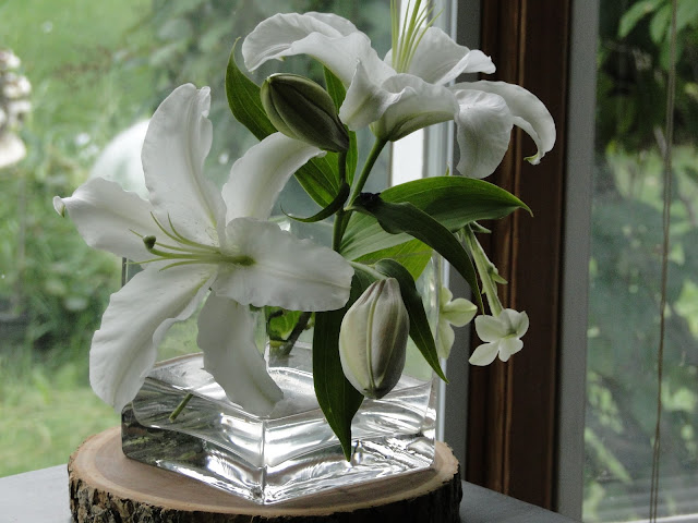The Camellia white lily wedding flowers