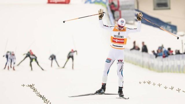 Jan Schmid vence e amplia liderança no Combinado Nórdico