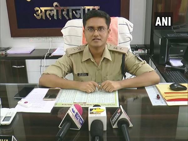alirajpur 4 police personnel suspended for thrashing tribals-नशे की हालत में आदिवासी युवको की पिटाई करने  पर 4 पुलिस कर्मी निलंबित