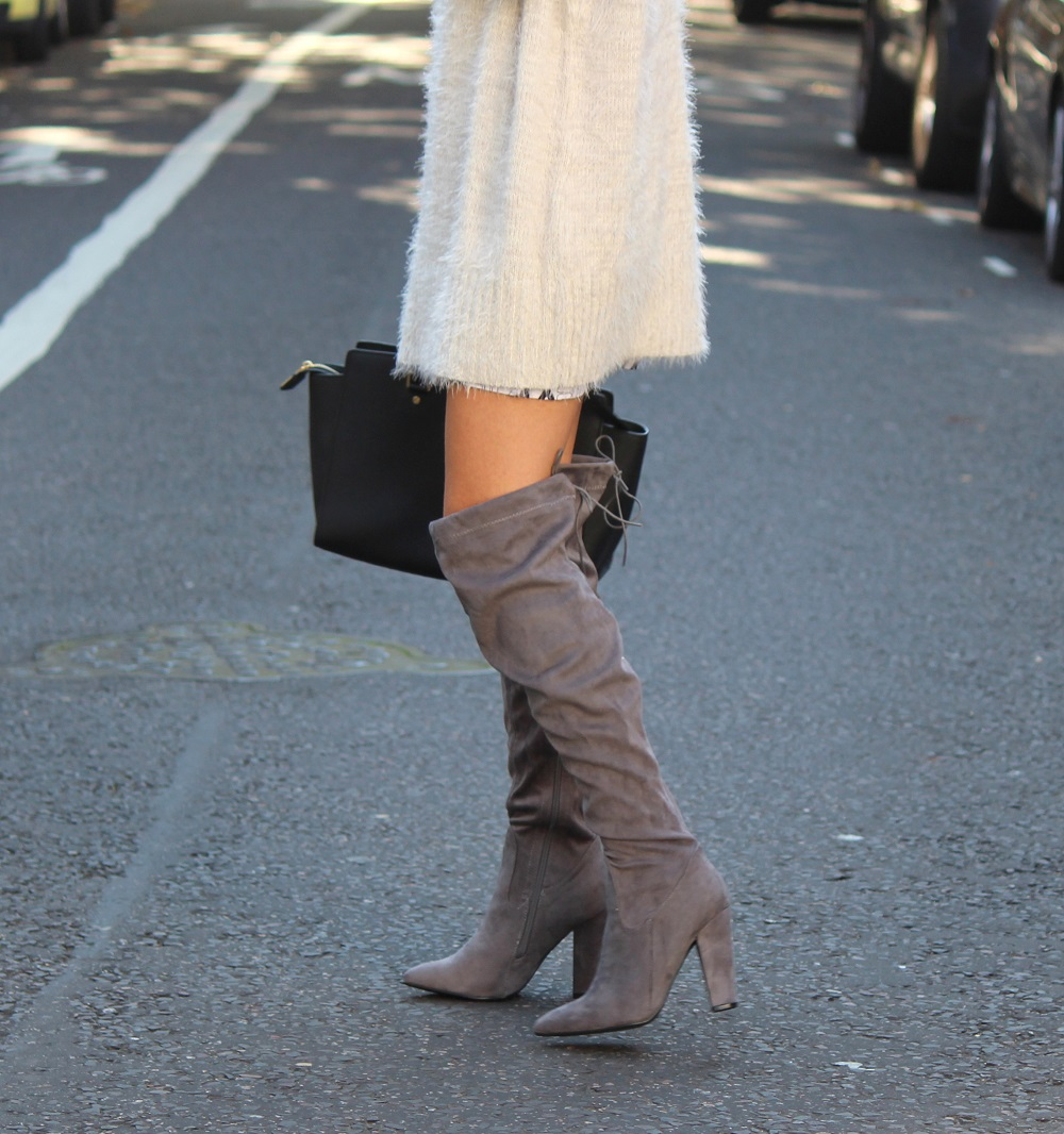 peexo fashion blogger wearing jumper dress and knee high boots