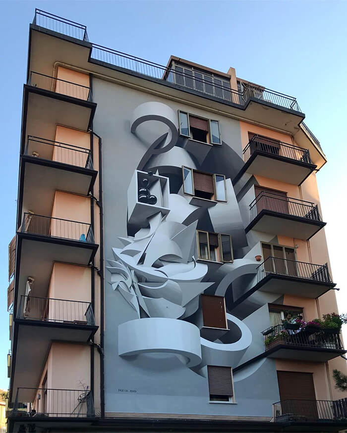 Graffiti Artist Amazes Passerby With His 3D-Looking Abstract Drawings