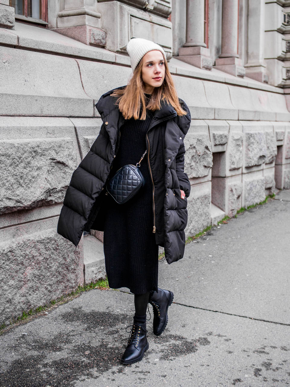 All Black Winter Outfit With &Other Stories Lace Up Leather Boots - Kokomusta talviasu ja &OtherStories mustat nahkanilkkurit
