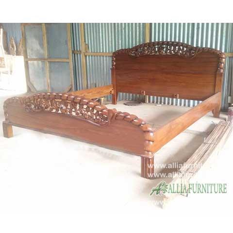 tempat tidur jati ukiran model anggur