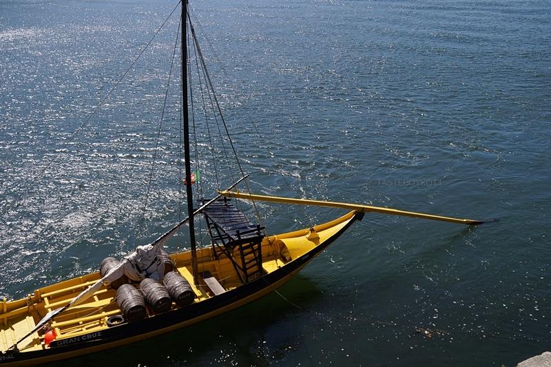 Gelbes Segelboot Douro Porto Sommer
