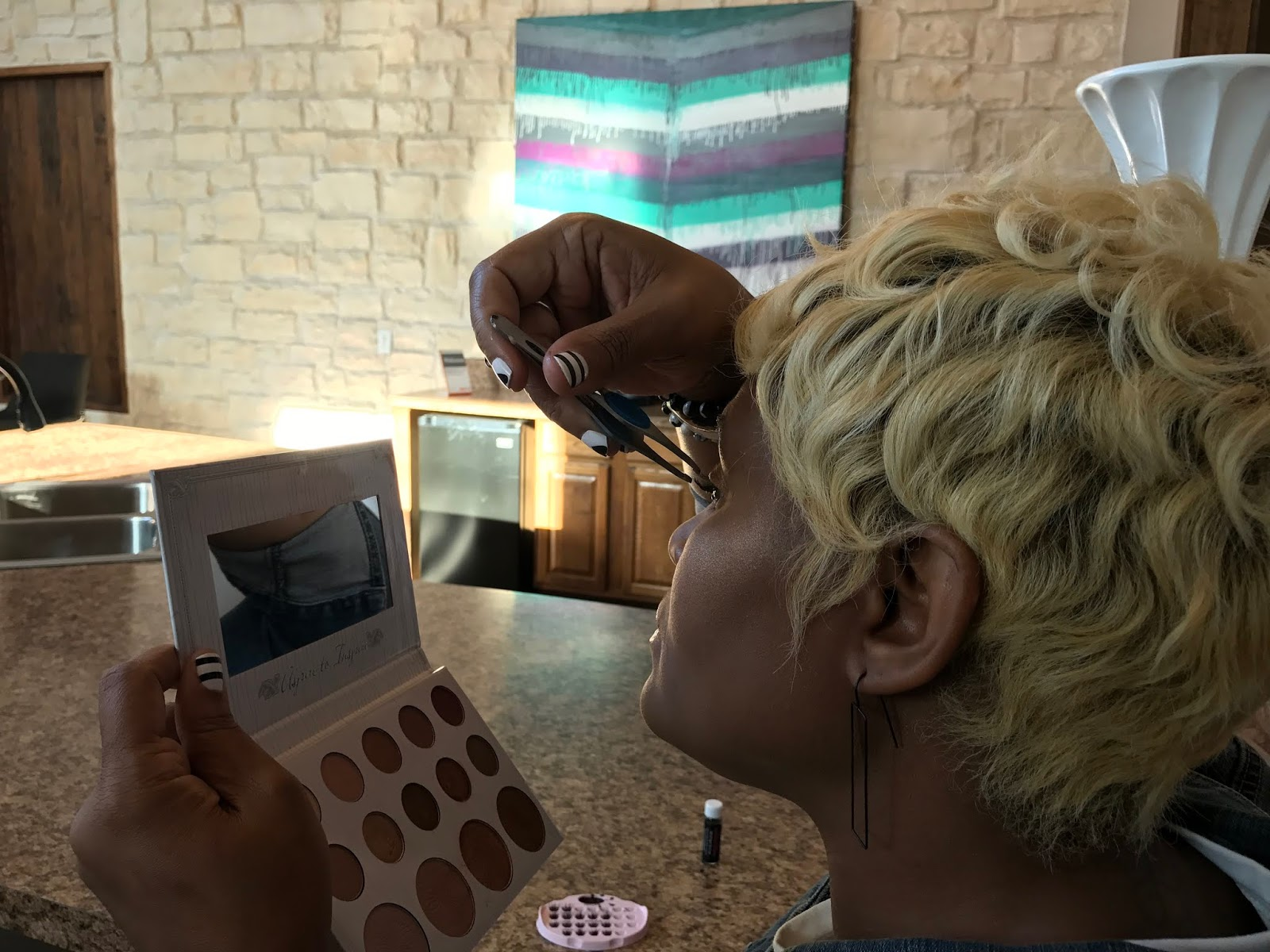Image: Woman showing how to apply eyelashes easily at home