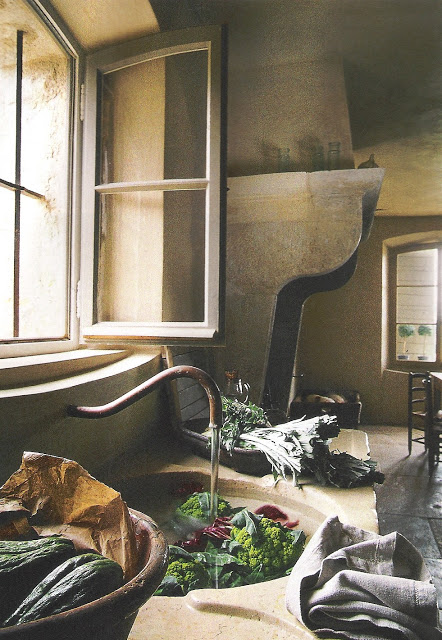 Stone Sink and Fireplace, image via Côté Sud Fev-Mar 2003 as seen on linenandlavender.net