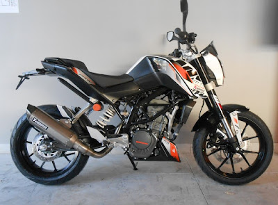 New up coming KTM Duke 125 right side  view image