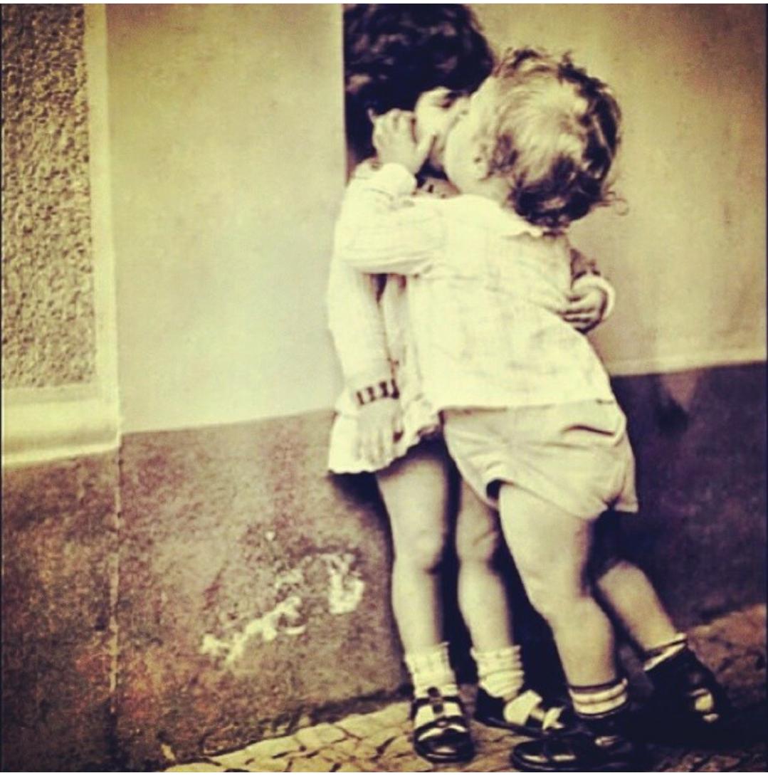 Девочка обнимает мальчика картинки с надписью