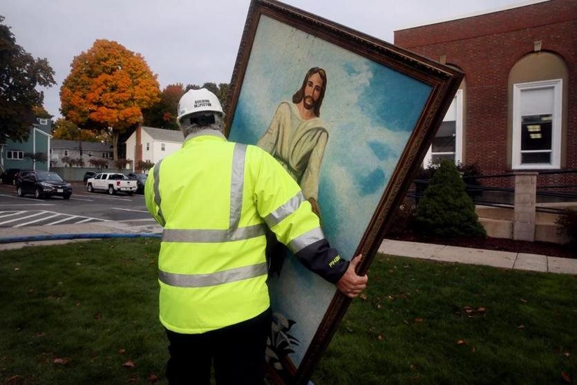 Portrait of Jesus Miraculously Survives, Refuses to Burn As Fire Takes Over Baptist Church (Photos)