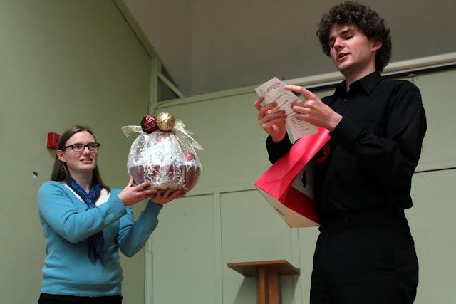 Alasdair announces the door prize winner