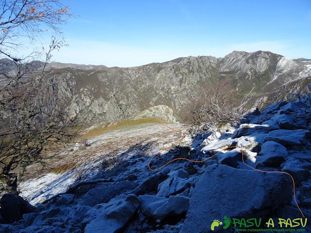 Descendiendo del Pico Llagarello hacia el Fielato