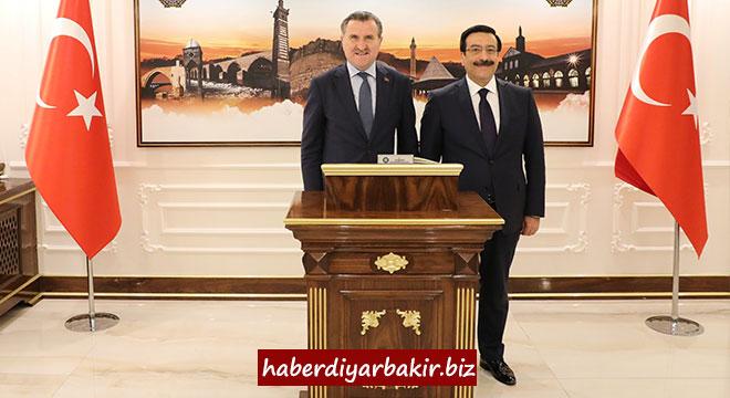 Gençlik ve Spor Bakanı Osman Aşkın Bak'tan Cumali Atilla'ya ziyaret