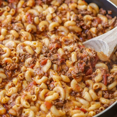 EASY Cheesy Beef Goulash #Cheesy #beef #easydinner #maindish #goulash #dinner #whole30 #groundbeef