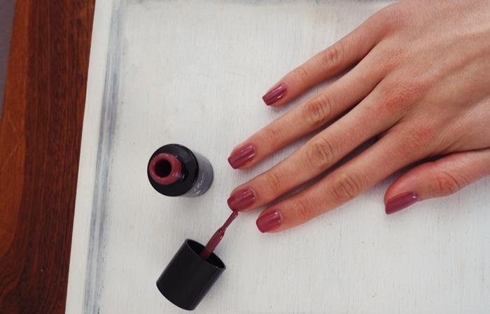 jesienny kolor lakieru do paznokci