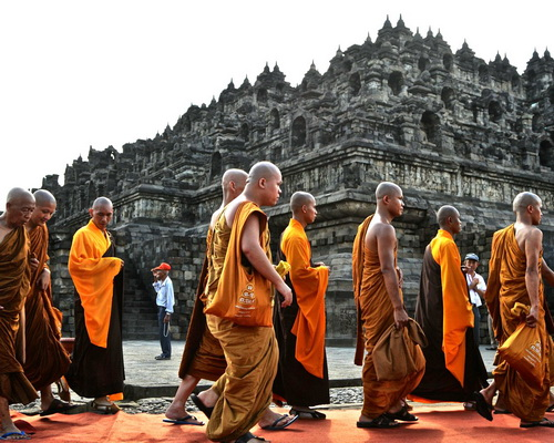 Travel.Tinuku.com Vesak or Buddha Day is holiest day celebrations in sacred ceremonies in Mendut and Borobudur temple every May
