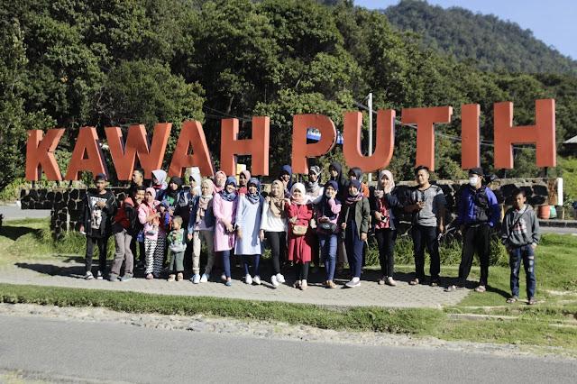 Jadi Baru Kebumen 2018 Tour To Bandung, Best Momen- foto bersama di kawah putih bandung 1